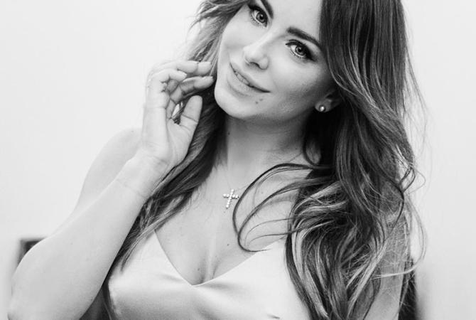 Звезда Ани Лорак показала голые прелести. Бесплатно на Starsru.ru