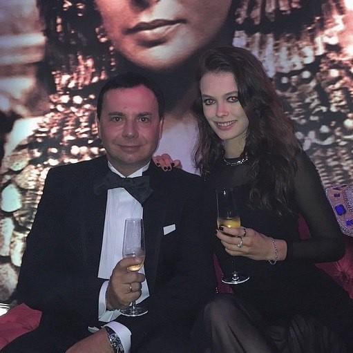 В сеть попали снимки 16-ти летней любовницы 54-летнего топ-менеджера «Лукойла»