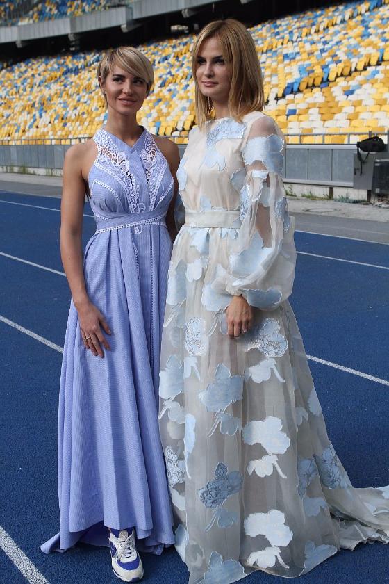 Жены футболистов поддержали сборную Украины накануне Евро-2016 (фото)