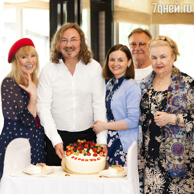Перші фотографії з хрестин дочки Ігоря Ніколаєва та Юлії Проскуряковою