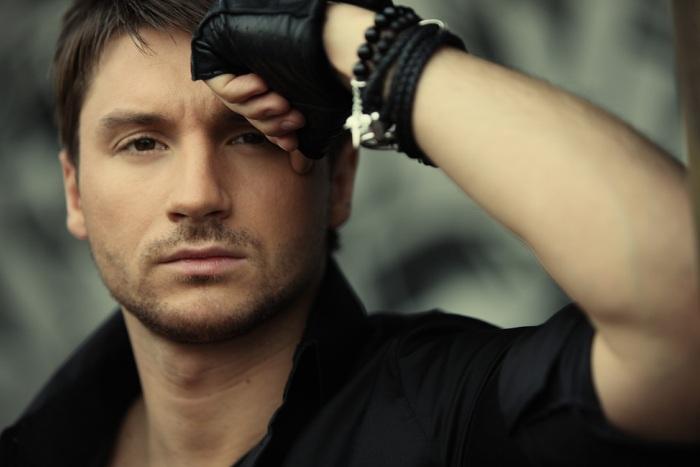 Очередное падение: Лазарев свалился с декораций на сцене Евровидения (ВИДЕО)