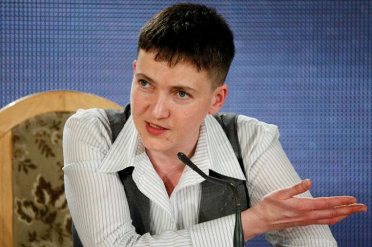 Привычка: Надежда Савченко явилась в Раду босиком (ФОТО)