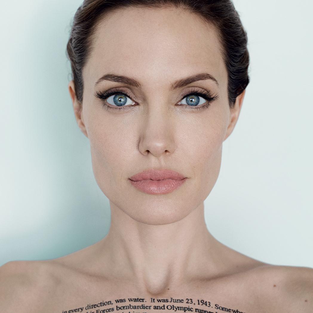 Сарафан до кісток: папарації сфотографували виснажену і бліду Джолі (Фото)