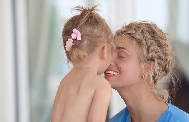 Христина Асмус поділилася з шанувальниками фото підрослої доньки (фото)