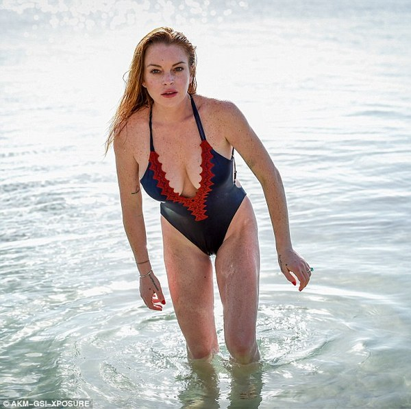 35A661B800000578-3659744-Vocal_Her_holiday_comes_as_she_showed_off_her_political_side_as_-m-73_1466867673839