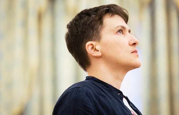 Надежду Савченко в коротком платье заметили в компании молодого «бойфренда» (ФОТО)