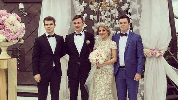 Колишній міністр оборони влаштував шикарне весілля для сина (ФОТО)