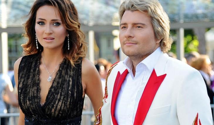 Микола Басков з нареченою шокували старомодними нарядами на червоній доріжці (ФОТО)