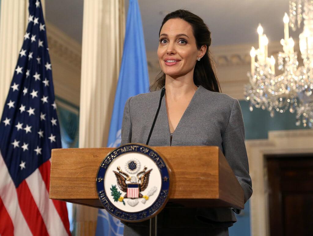 Angelina-Jolie-Gray-Suit-World-Refugee-Day-June-2016-1-1.jpg.pagespeed.ce.DkA3JEtGfI