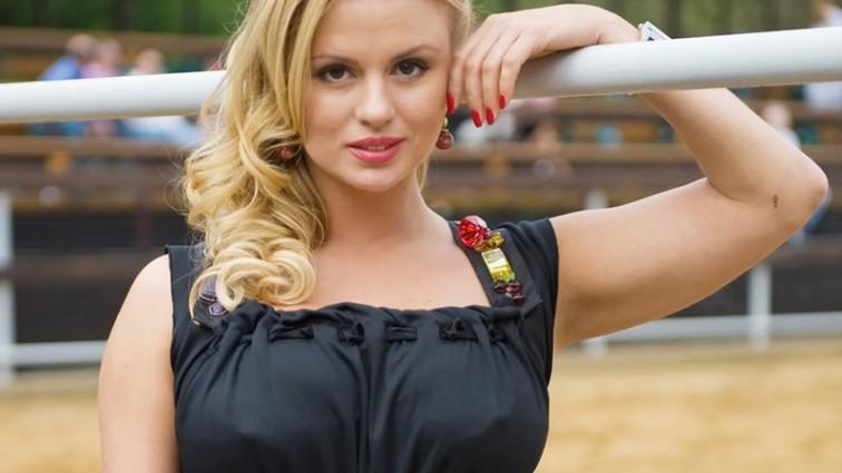 Анна Семенович здивувала шанувальників знімком з незнайомцем (ВІДЕО І ФОТО)