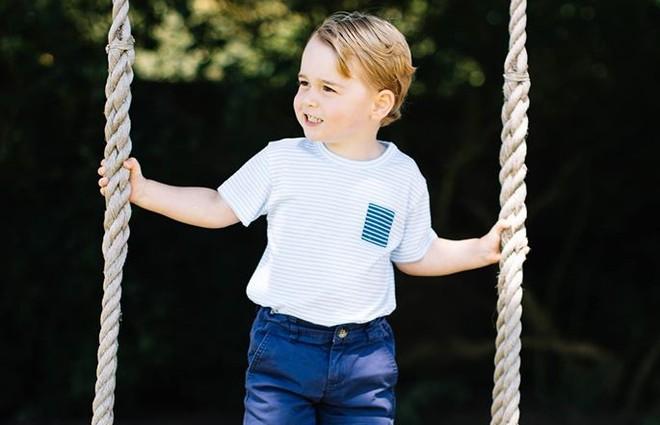 Принц Джордж вперше сам з'явився на обкладинці глянцю (фото)