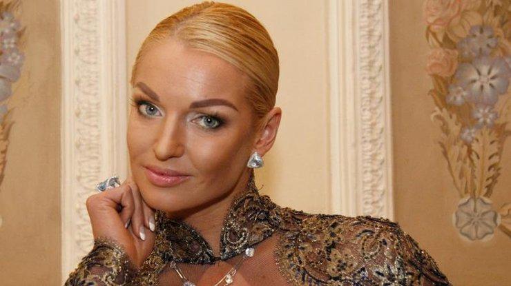Балерина Волочкова показала, яким способом заслужила дороге авто в подарунок (ФОТО)