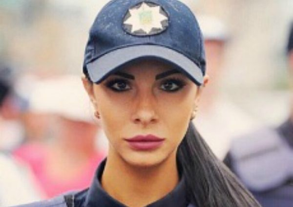 Поліцейська Мілевич показала синці і дупу в дірках (ФОТО)