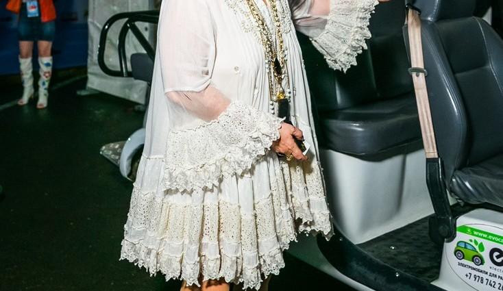 Алла Пугачова здивувала шанувальників, змінивши балахони на стильні джинси (ФОТО)