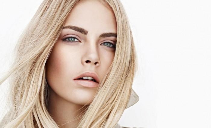 23-річна модель Кара Делевінь зізналася, що плаче кожен день