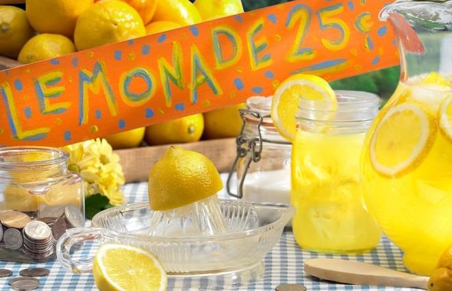 День лимонаду від фонду «Таблеточки»: витиснути з лимонів 1 мільйон гривень (фото)