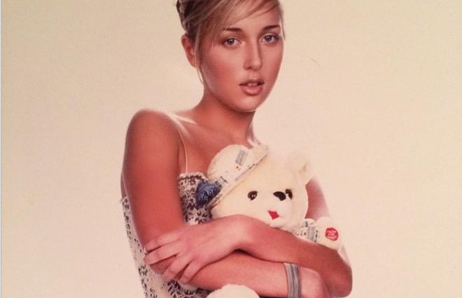 Співачка Алсу опублікувала свої архівні знімки, чим здивувала шанувальників (фото)