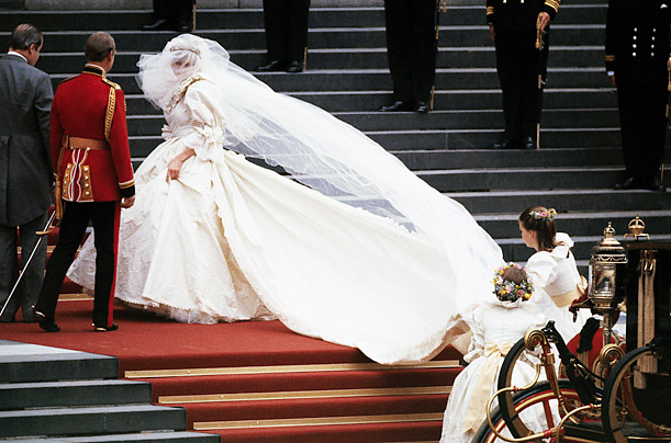 Дизайнер уперше розкрив секрети сукні принцеси Діани (ФОТО)