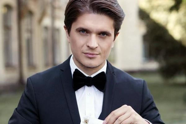 Відомий український ведучий Анатолій Анатоліч вперше показав своїх красунь-доньок (ФОТО)