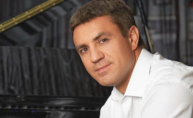 Микола Тищенко вперше показав свого сина (фото, відео)