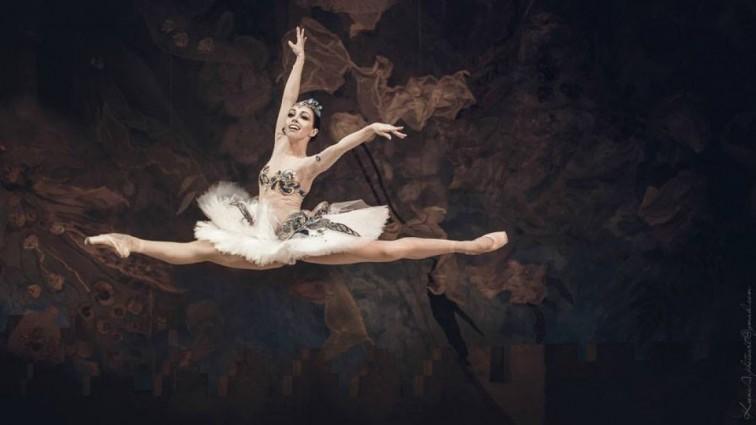 Сексуальна балерина Катерина Кухар похвалилася звабливою фігурою в купальнику (фото)