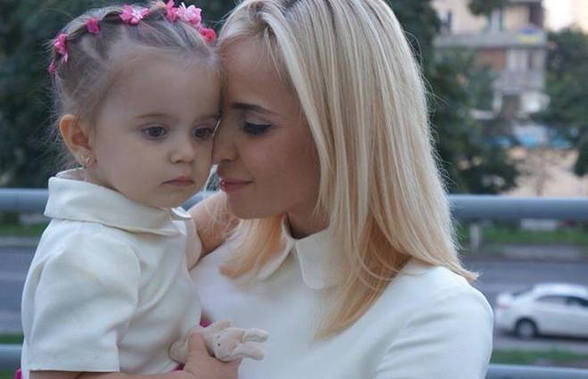 По стопах матері: 4-річна дочка Лілії Ребрик взяла участь у зйомках для модного журналу (фото)