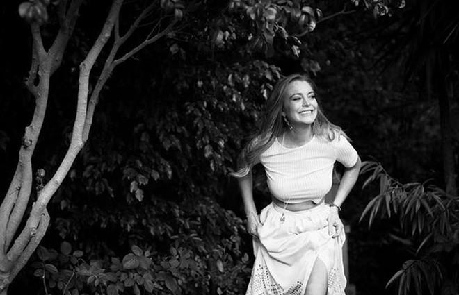 Ліндсі Лохан знову одягла обручку (фото)
