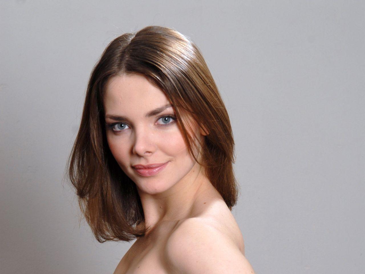 Русские молодые актрисы видео, под одеялом спит жена подглядел онлайн