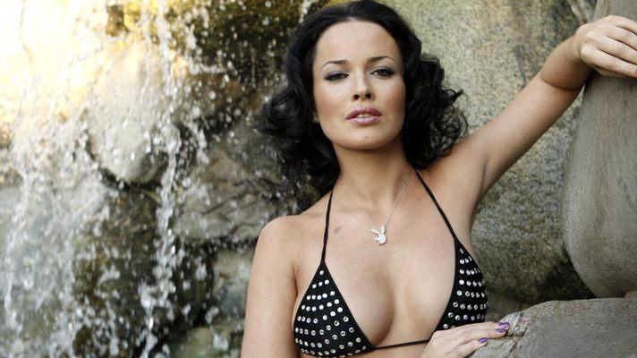 Даша Астаф'єва без макіяжу та одягу в еротичній фотосесії (ФОТО)