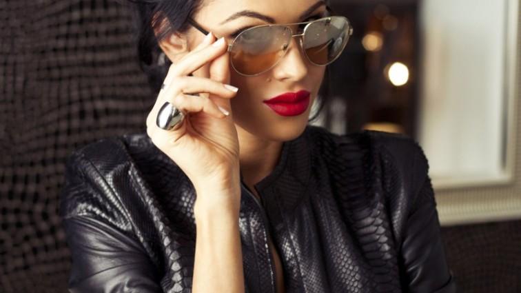 Скандальна модель Олеся Малинська позувала у прозорій сукні (ФОТО)