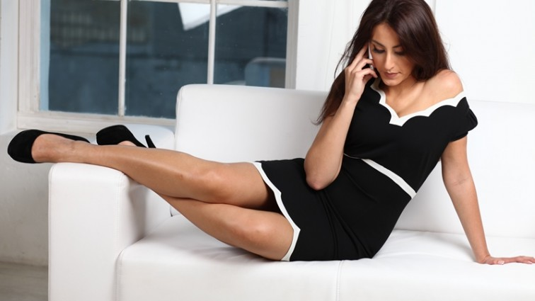 Екс-холостячка показала свої пишні груди на всю країну (ФОТО)