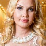 Сміх і сльози: співачка Камалія нажахала фанатів своєю жирною фігурою у стрінгах-ниточках (ФОТО 18+)