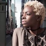 Темношкіра модель одягнула українську вишиванку (ФОТО)