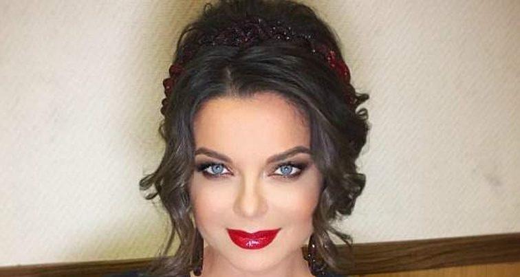 Як дівчина по виклику: зрадниця Наташа Корольова прийшла на шоу без ліфчика у сукні з вирізом аж до пупа (ФОТО)