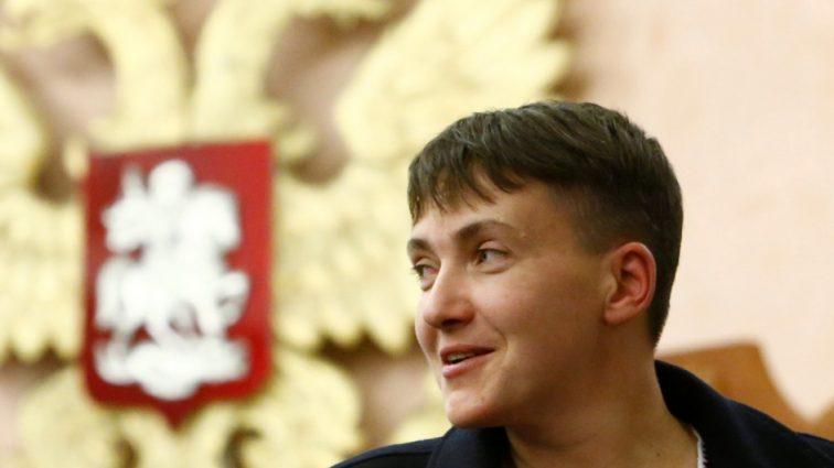 Надія Савченко у короткому міні засвітилася з коханцем (ФОТО)