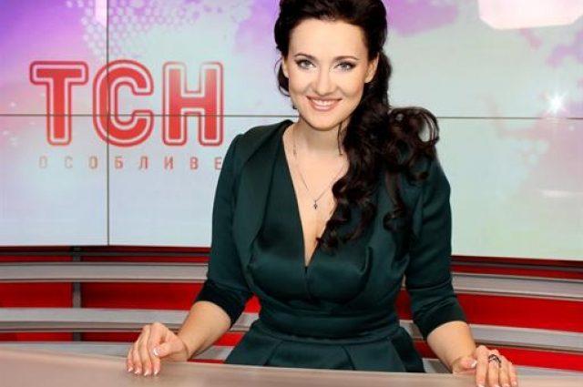 З цигаркою в зубах у розпусному платті: Соломія Вітвіцька не та за кого себе видає (ФОТО)