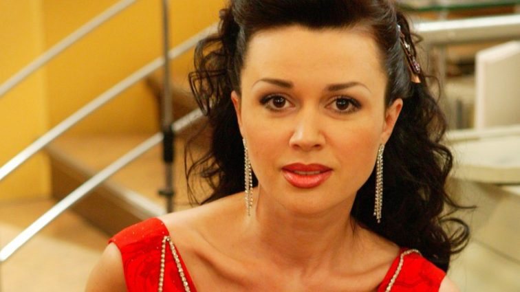 Анастасія Заворотнюк знялася у відвертій фотосесії у ліжку З ДОНЬКОЮ!!! (ФОТО)
