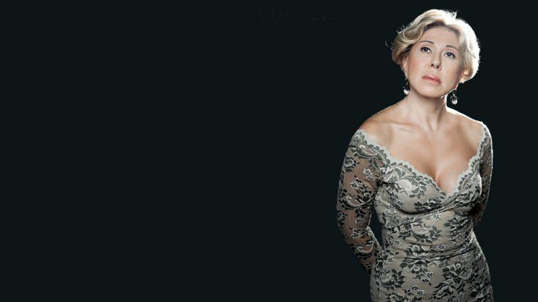 Стара бестія: Любов Успенська з'явилася на публіці в сукні з величезною діркою (ФОТО)