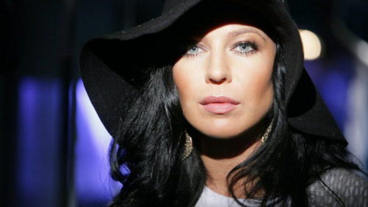 Йолка вже не та: Співачка нажахала воронячим гніздом на голові (ФОТО)