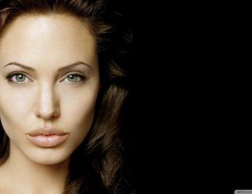 Анджеліна Джолі скаржиться через відсутність підтримки