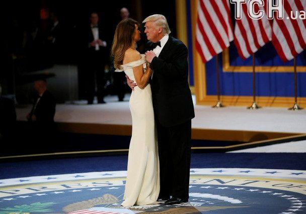 Перший танець під Сінатру: як Дональд Трамп з дружиною Меланіюкружляли в традиційному танці на інавгураційномубалу (ФОТО, ВІДЕО)