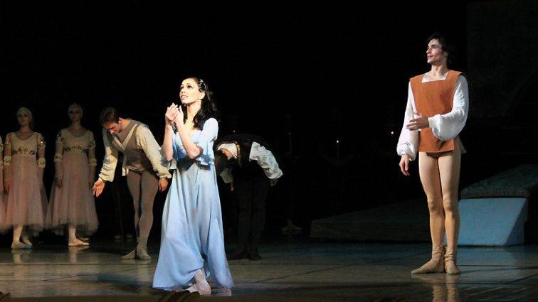 Балерина Катерина Кухар відзначила Старий Новий рік у Франції (ФОТО)
