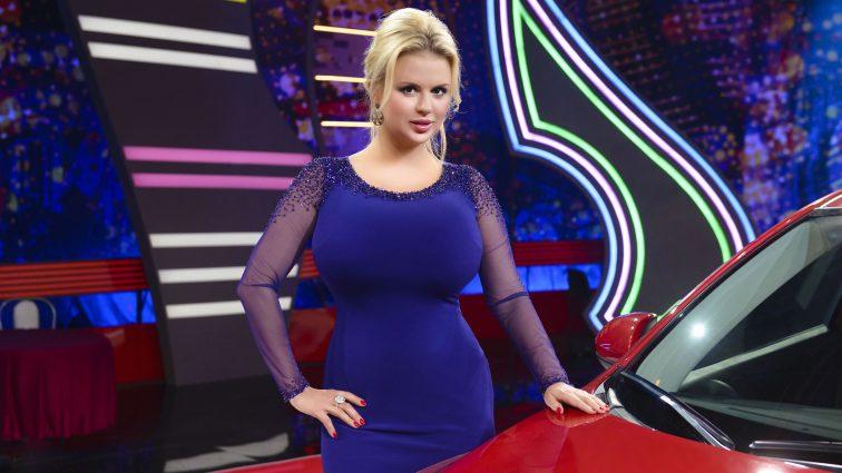 Анна Семенович в прозорій сукні позувала на Балі (фото)