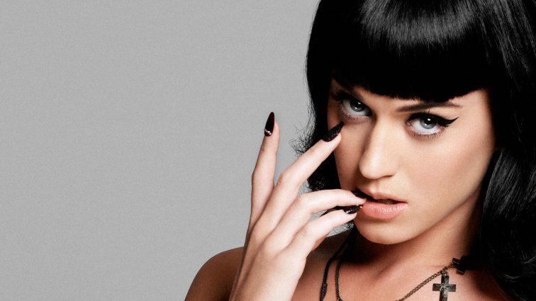 Популярна співачка випускає свою лінію взуття