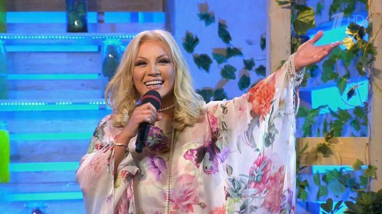 Бейбі-бум: Таїсія Повалій показала чималий животик, фанати вітають зірку (ФОТО)