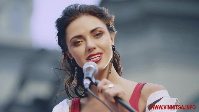 «НеАнгел» Віка похвалилась пружними сідницями (ФОТО)