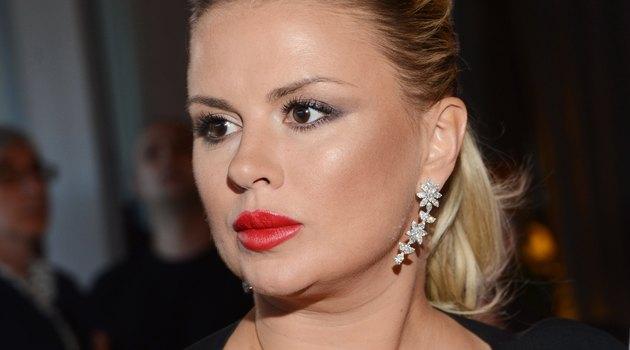 Тепер не відмажешся, фанати обурені: Анна Семенович нафотошопила собі груди-планети і талію-соломинку (ФОТО)