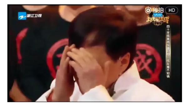 Джекі Чан розплакався в прямому ефірі через сюрприз