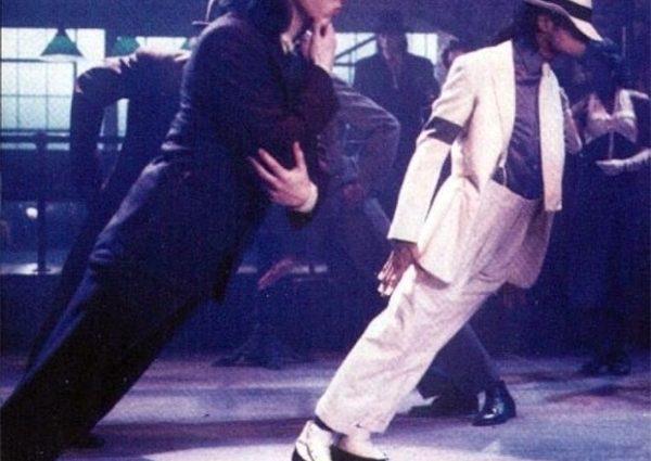 Таємницю розкрито: коронний трюк Майкла Джексона нарешті викрили. Ось як він ЦЕ робив!