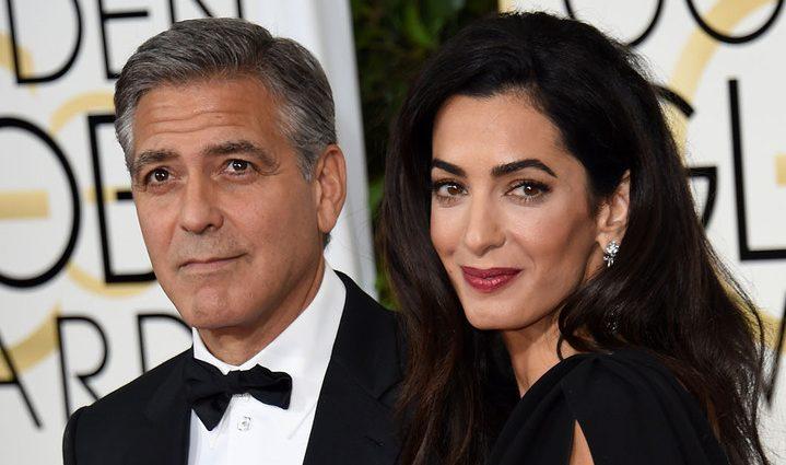 Амаль Клуні вперше вийшла у світ з кругленьким животиком (фото)